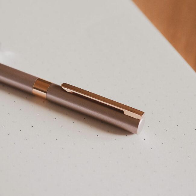 Elegancki długopis w kolorze złotym