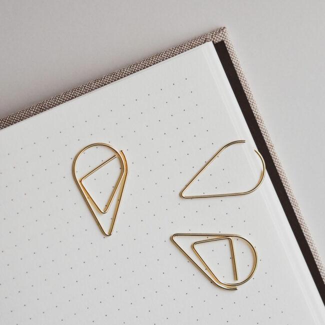 Spinacze kształty złote