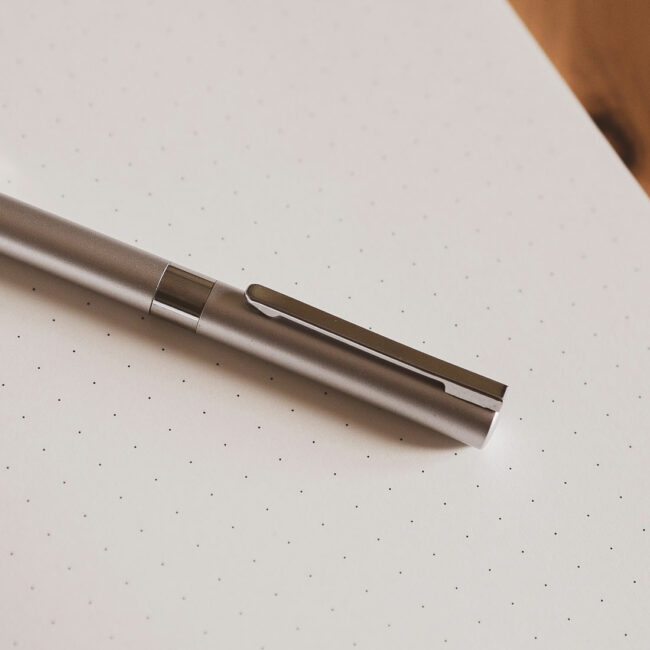 Elegancki długopis srebrny