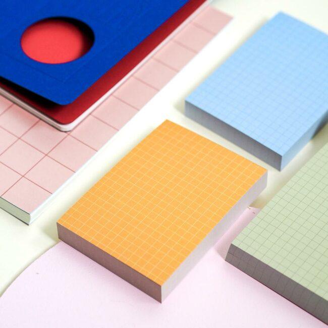 Zestaw kolorowych notesów