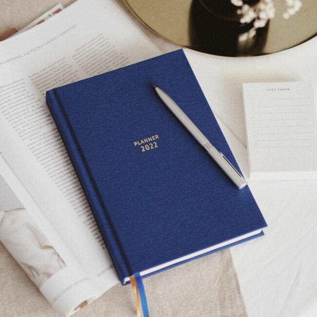 Granatowy kalendarz 2022 NAVY BLUE